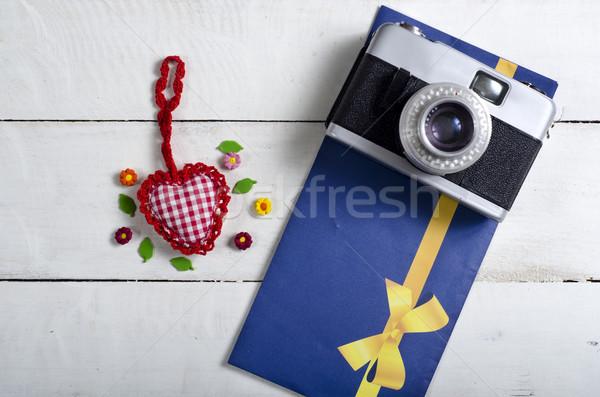 Sevgililer günü oyuncak kalp Retro kamera harfler Stok fotoğraf © nessokv