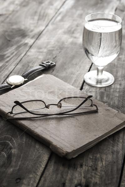 écrit verres note verre eau table Photo stock © nessokv