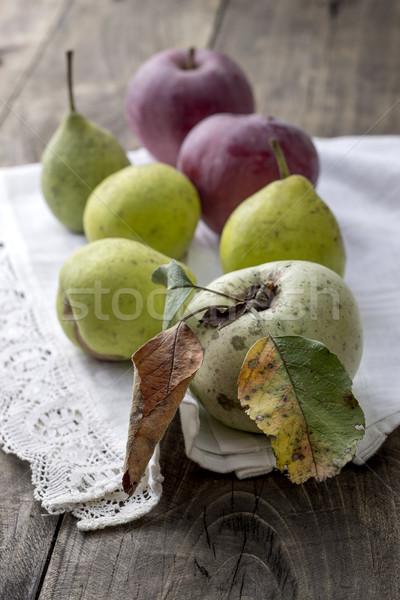 Organique fruits pommes poires rustique bois Photo stock © nessokv