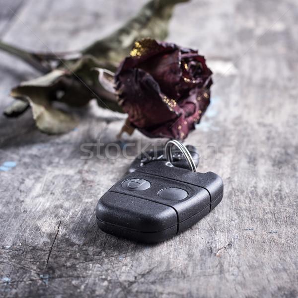 Séché rose clés de voiture table photo Photo stock © nessokv
