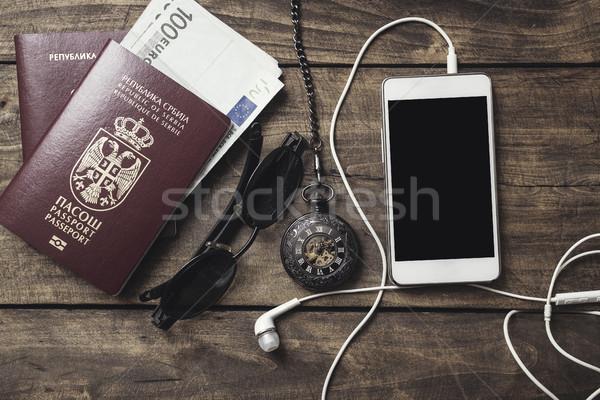 Préparation Voyage lunettes de soleil passeport table en bois Photo stock © nessokv