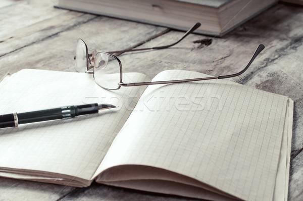 Livros tabela papel faculdade aprendizagem Foto stock © nessokv