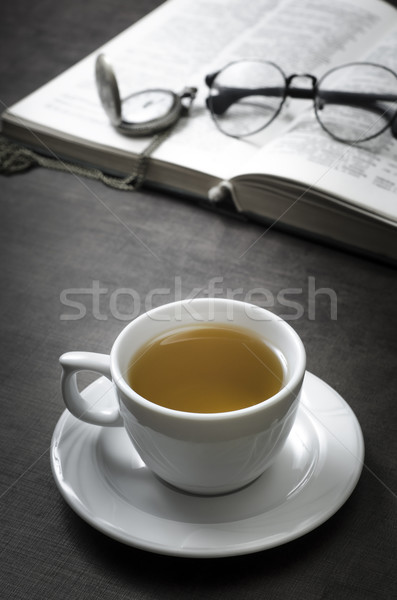 Tasse thé livre table en bois éducation Photo stock © nessokv