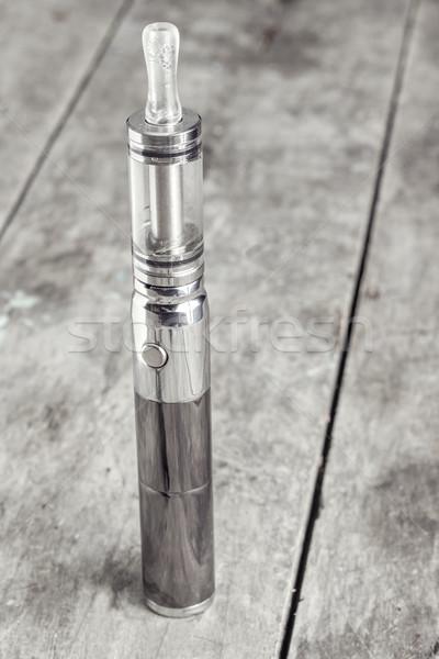 électronique cigarette vieux table en bois Photo stock © nessokv