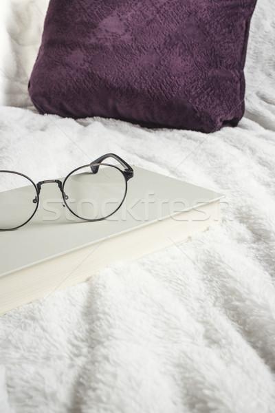 книга очки кровать чтение спальня Сток-фото © nessokv