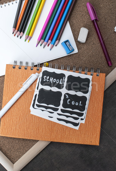 Foto d'archivio: Materiale · scolastico · legno · sfondo · strumenti · notebook · indietro