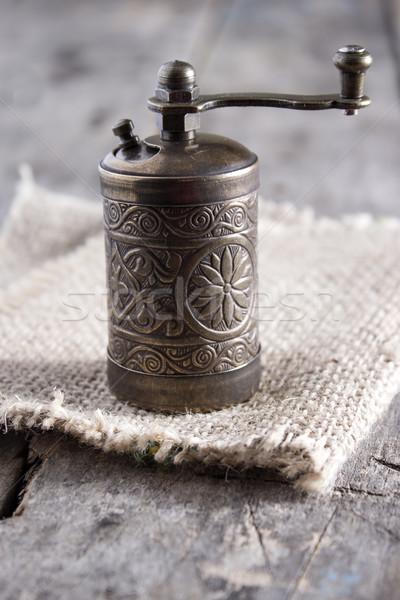 古い 唐辛子 グラインダー ミル コショウひき 木製のテーブル ストックフォト © nessokv