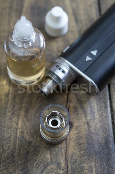 Zaawansowany urządzenie tabeli papierosów Zdjęcia stock © nessokv