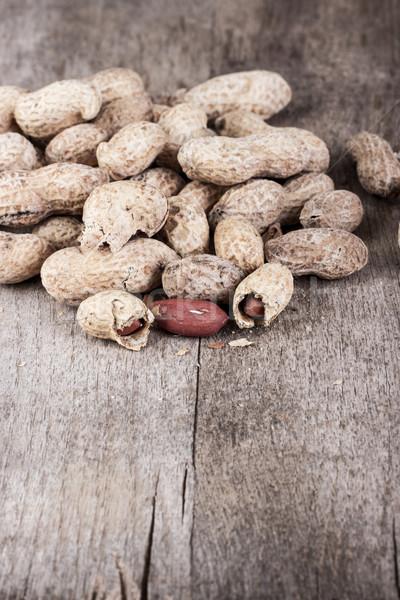 Fraîches cacahuètes table en bois écrou photographie Photo stock © nessokv