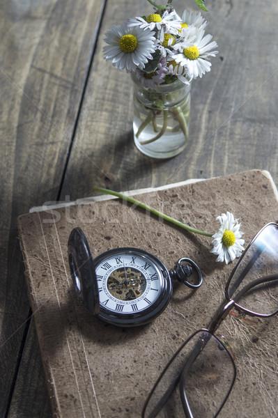 Starej książki oglądać drewniany stół Zdjęcia stock © nessokv