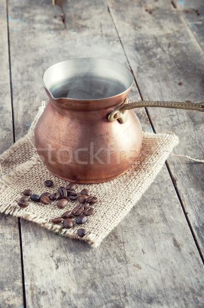 Granos de café cobre café olla mesa Foto stock © nessokv