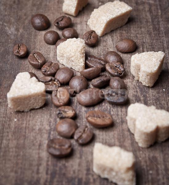 Pörkölt kávébab barnacukor közelkép öreg palánk Stock fotó © nessokv