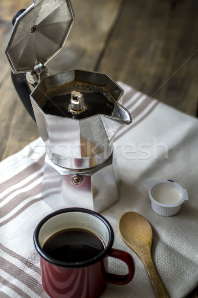 Pot rouge tasse de café table Photo stock © nessokv