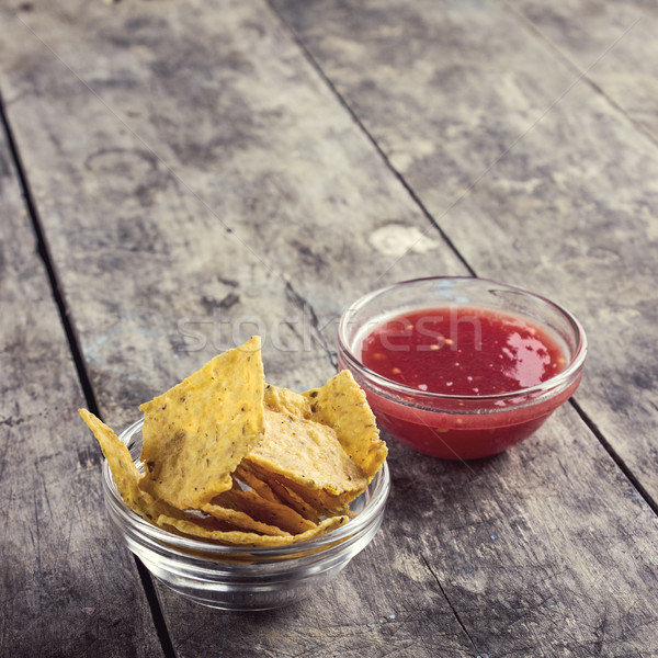 Bol salsa tortilla puces table en bois verre Photo stock © nessokv