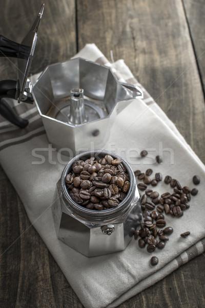 Italiaans koffiezetapparaat pot koffiebonen koffie Stockfoto © nessokv