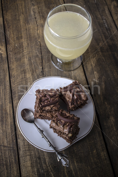 Cake chocolade limonade glas tabel Stockfoto © nessokv
