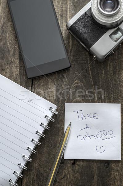 Analoog foto camera tabel telefoon papier Stockfoto © nessokv