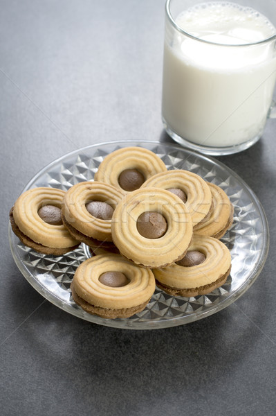 Chocolat cookie lait table heureux Photo stock © nessokv