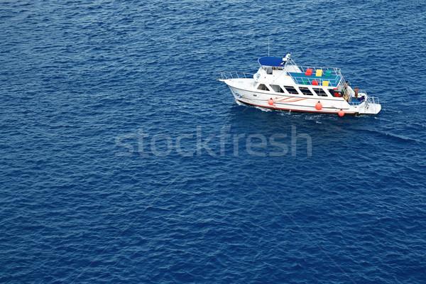 Fehér motorcsónak mély kék víz sport Stock fotó © newt96