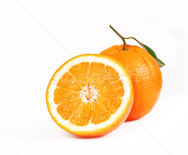 Une oranges juteuse alimentaire feuille Photo stock © nezezon
