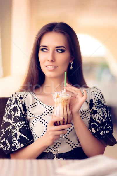 Mosolygó nő kávé ital étterem portré gyönyörű lány Stock fotó © NicoletaIonescu