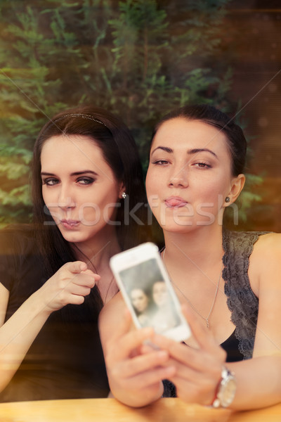 Stockfoto: Jonge · vrouwen · grappig · samen · twee · meisjes