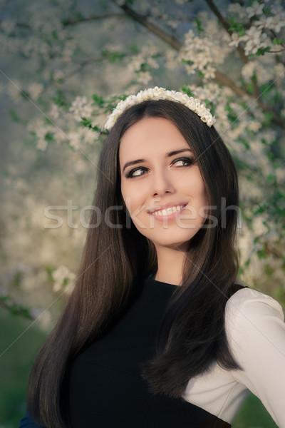 Retrato menina feliz floral coroa fora Foto stock © NicoletaIonescu