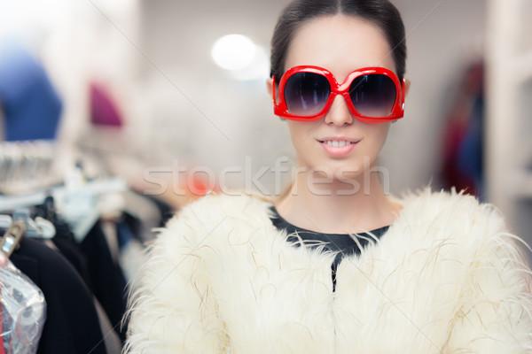 Zimą kobieta algierka duży okulary bajeczny Zdjęcia stock © NicoletaIonescu