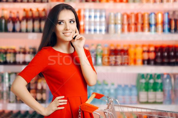 Mosolygó nő üdítő frissítő italok polc vásárló Stock fotó © NicoletaIonescu