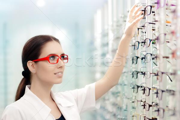 Boldog optikus választ szemüveg keret fiatal Stock fotó © NicoletaIonescu