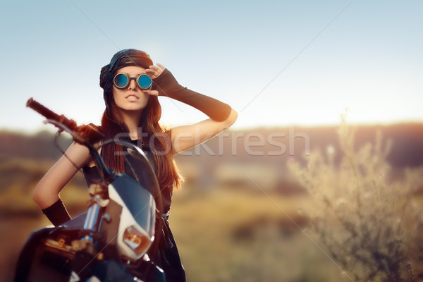 Cosplay steampunk femme moto portrait post Photo stock © NicoletaIonescu