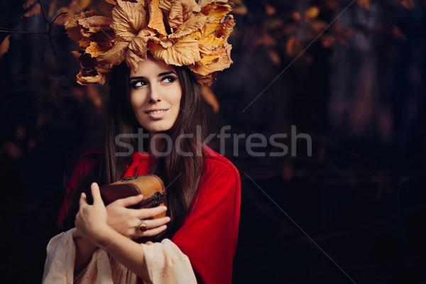 Nő őszi levelek korona kincs doboz portré Stock fotó © NicoletaIonescu