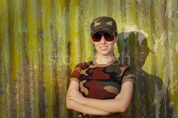Sorridente mulher jovem soldado retrato feliz Foto stock © NicoletaIonescu