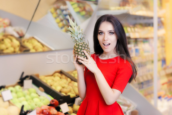 смешные женщину ананаса фрукты супермаркета Сток-фото © NicoletaIonescu
