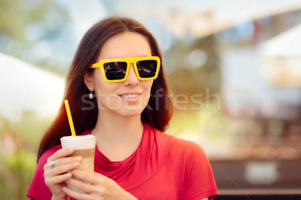 Feliz mujer hermosa verano café beber retrato Foto stock © NicoletaIonescu