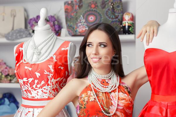 Vrouw Rood jurk mode store Stockfoto © NicoletaIonescu