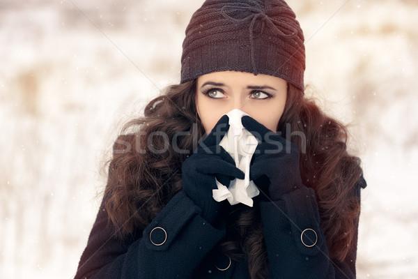 Nő papírzsebkendő kívül érzés rossz hideg Stock fotó © NicoletaIonescu