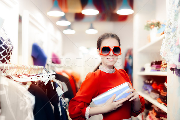 Elegante mujer gafas de sol plata embrague Foto stock © NicoletaIonescu