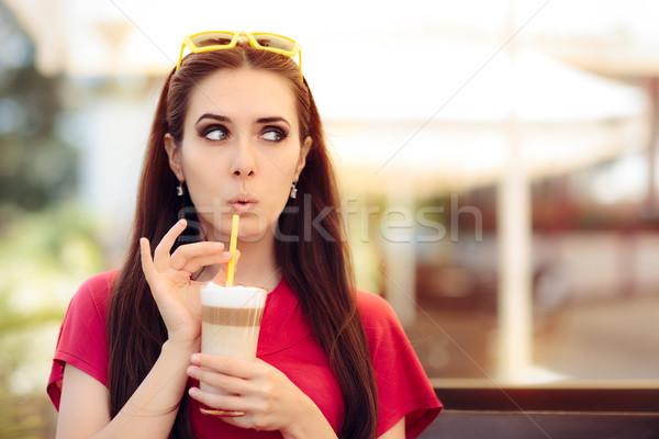 Verwonderd meisje zomer koffie drinken grappig Stockfoto © NicoletaIonescu
