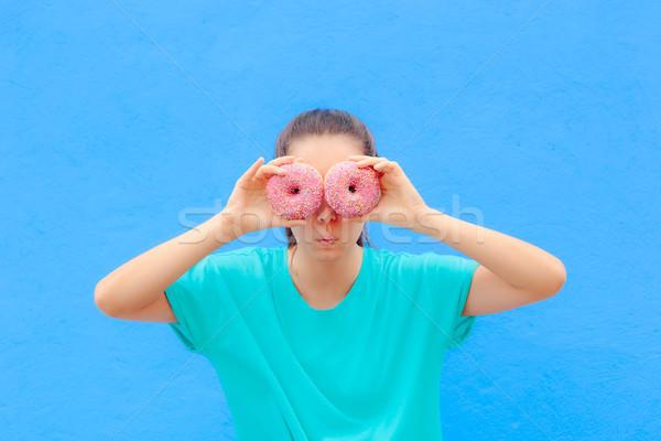 Vicces lány tart szemek nő értelem Stock fotó © NicoletaIonescu
