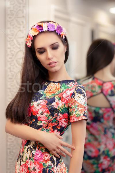 Hermosa niña floral vestido retrato vestidor Foto stock © NicoletaIonescu