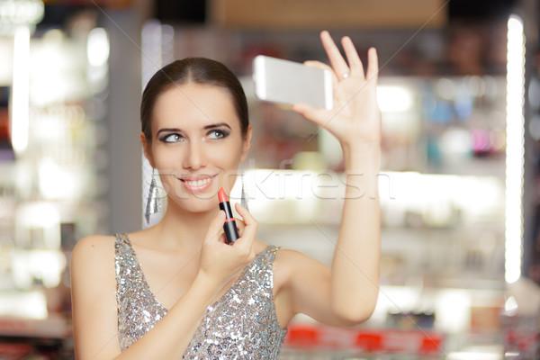 Báj nő rúzs okostelefon hideg lány Stock fotó © NicoletaIonescu