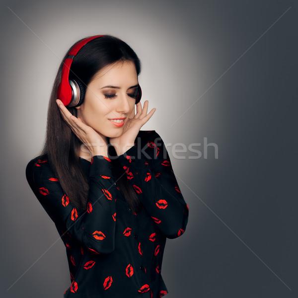 Mädchen rot Kopfhörer hören Liebe Song Stock foto © NicoletaIonescu