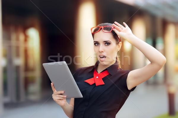 驚いた 女性実業家 pc タブレット 赤 眼鏡 ストックフォト © NicoletaIonescu