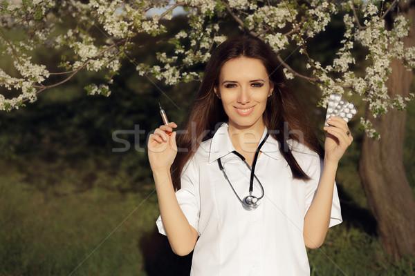 весны женщины врач вакцина шприц таблетки Сток-фото © NicoletaIonescu