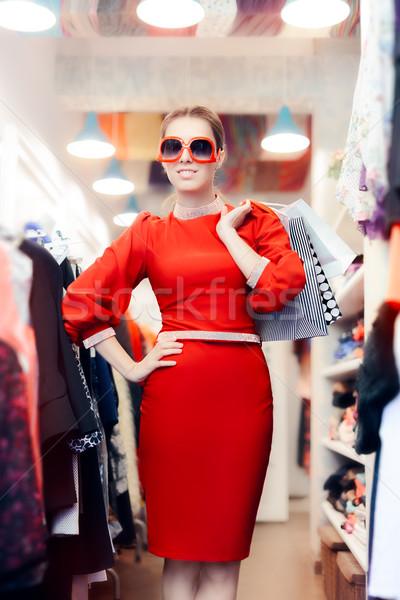 Elegante mulher grande óculos de sol elegante Foto stock © NicoletaIonescu