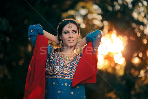 Moda mujer indio traje joyas Foto stock © NicoletaIonescu