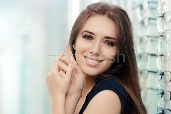 Nő kozmetikai színes lencsék optikai bolt Stock fotó © NicoletaIonescu