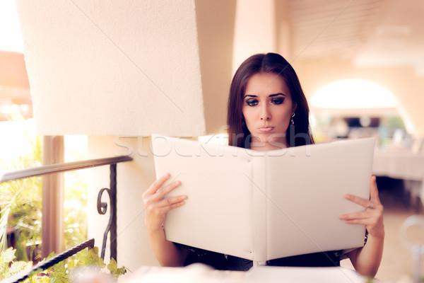 удивленный женщину ресторан меню портрет Сток-фото © NicoletaIonescu