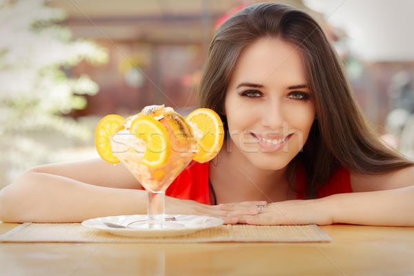 Gelukkig jonge vrouw zomer dessert mooi meisje glimlachend Stockfoto © NicoletaIonescu